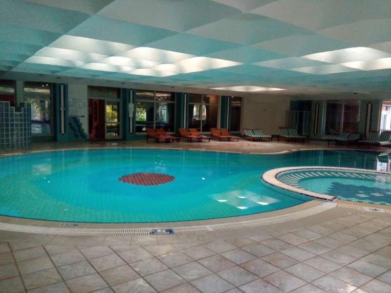 Belconti resort hallenbad spa reisen for Schwimmbad billig