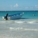 Dominikanische Republik - Boot im Meer Strand