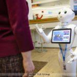 Roboter beraten in Word of Tui Berlin beim Urlaub