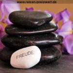Wellness Urlaub bei einer Massage entspannen