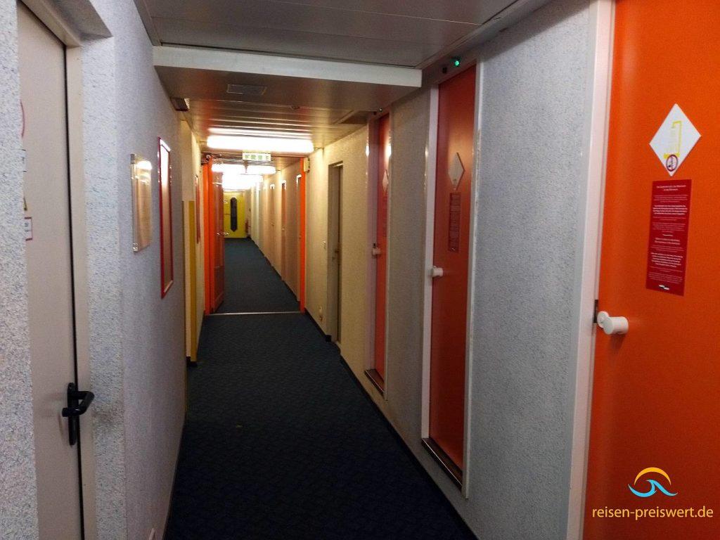 Dusche und Toiletten im Motel 24h Frechen