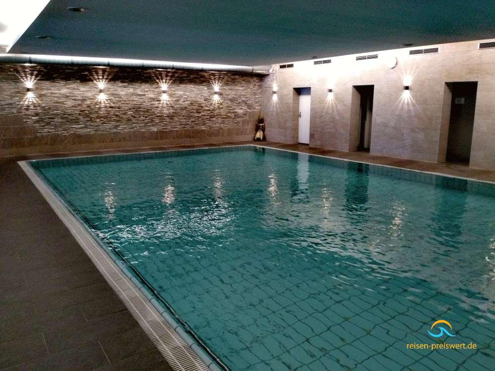 Schwimmbad im Hotel Badehof Bad Salzschlirf