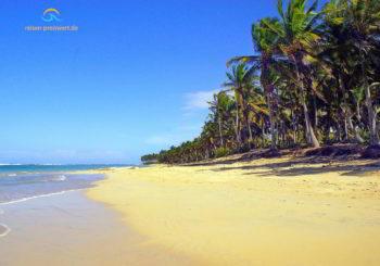 Dominikanische Republik: flach abfallender Sandstrand ideal für Familien