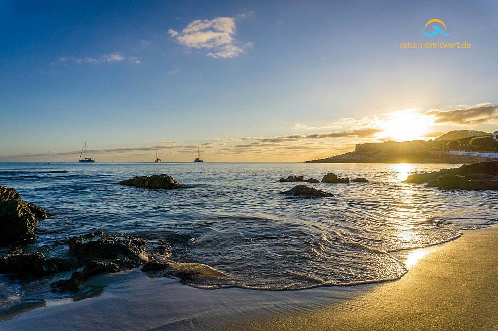 mallorca bucht balearen wasser meer spanien blau küste wellen strand sommer sand urlaub sonne sonnenbaden himmel ausruhen  sonnenaufgang schön aussicht erholung