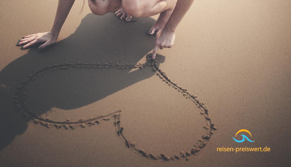 Ein Herz im Sand am Strand - Urlaub