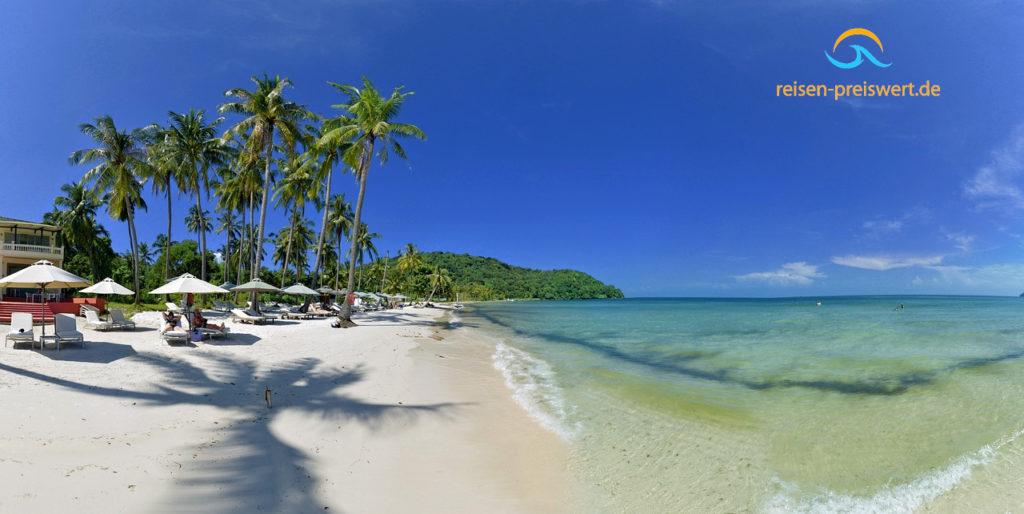 Die Insel Phu Quoc  liegt im Golf von Thailand und gehört zu Vietnam. Palmen am langen Sandstrand